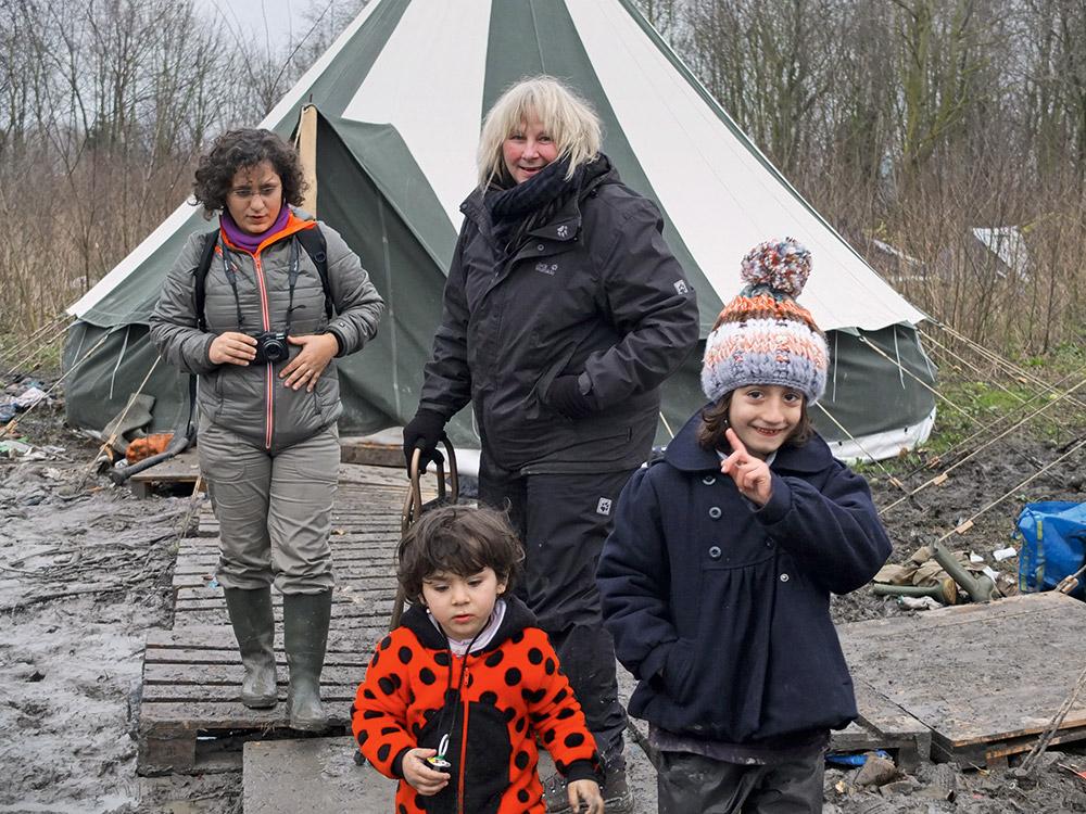 regardez-nulle-part-en-france-le-documentaire-de-yolande-moreau-sur-la-jungle-de-grande-synthe,M320842