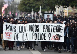 Qui nous protège de la police?